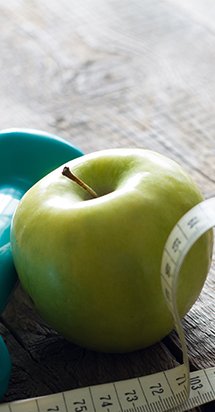 An apple and water bottle to illustrate Allianz Worldwide Care support World Diabetes Day.